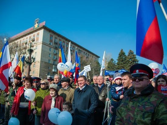 Волгоград торжественно отметил трехлетие воссоединения России и Крыма — ФОТО