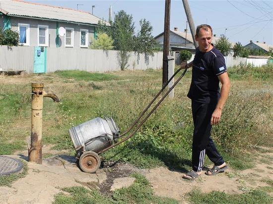 Шок: волгоградцев заставляют платить за родниковую воду