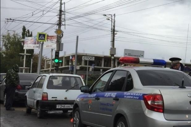 Вцентре Волгограда случилось массовое ДТП, натри часа парализовавшее движение