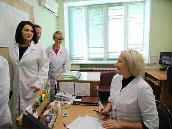 Депутат Госдумы примерила на себя роль врача волгоградской скорой помощи