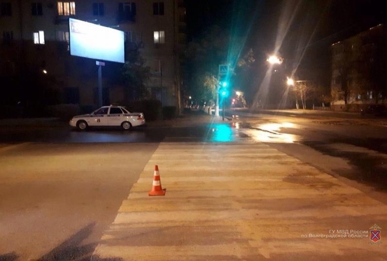 Автоледи сбила девушку назебре вВорошиловском районе Волгограда