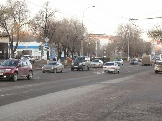 Андрей Бочаров проинспектировал затянувшийся надва месяца ремонт 3-й Продольной