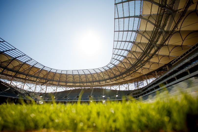 После прошивки футбольное поле стадиона «Волгоград Арена» готовят к зиме
