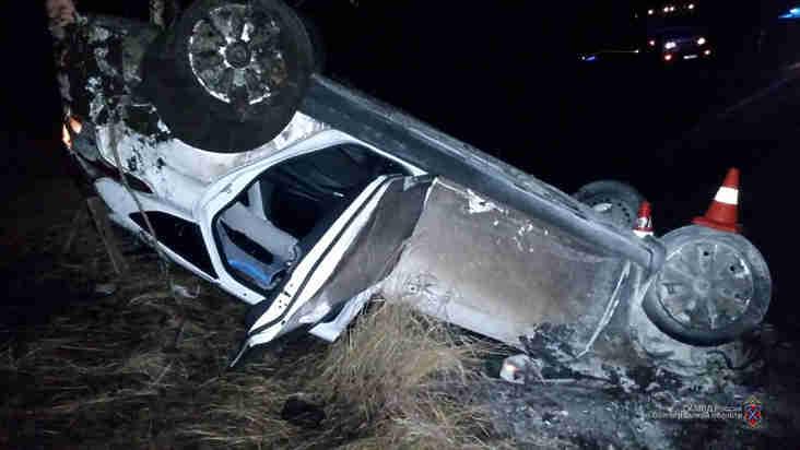 ВУрюпинском районе опрокинулся «Форд-Фокус»: пострадали трое, втом числе ребенок