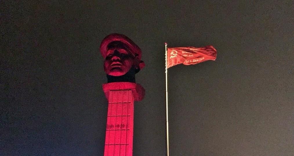 Нанабережной Волгограда подняли Знамя Победы