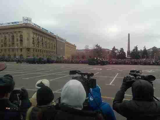 Волгоградцы увидели на параде знаменитые Т-34 и «Искандеры»
