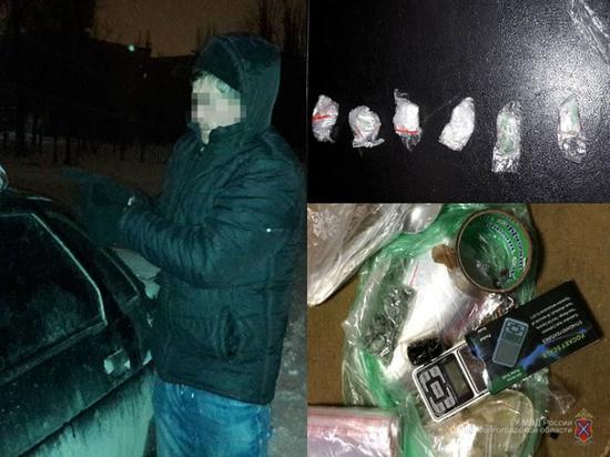 В Волгограде поймали наркокурьера с крупной партией «синтетики»