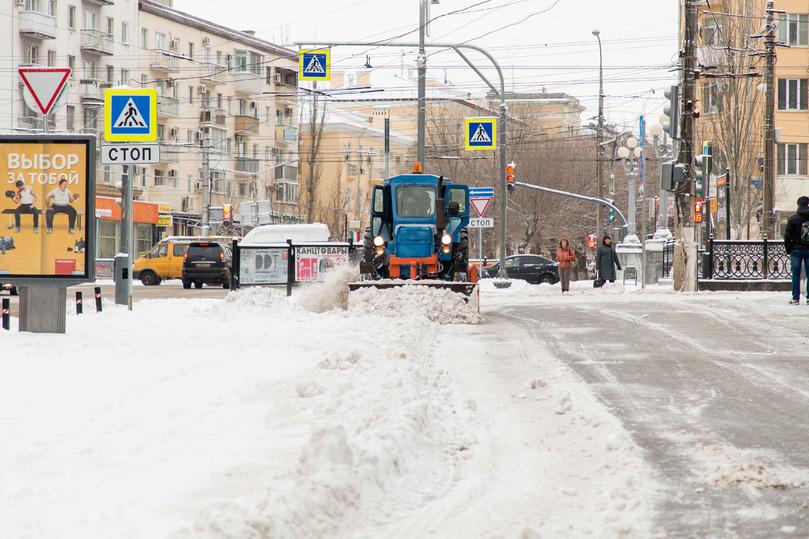 Дороги Волгоградской области чистят отснега вкруглосуточном режиме