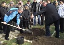 В Симферополе Аксенов заложил Аллею Славы в честь героев Новороссии