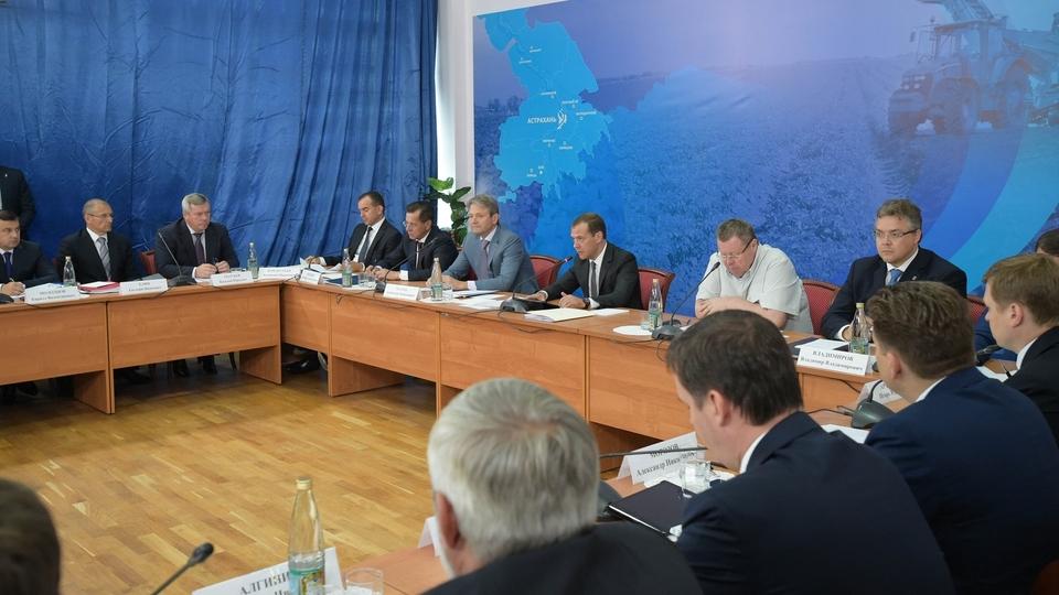 Д. Медведев проведет совещание оходе сезонных полевых работ в 2016-ом году