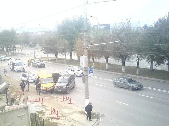 Маршрутка и джип столкнулись вВолгограде: есть пострадавшие