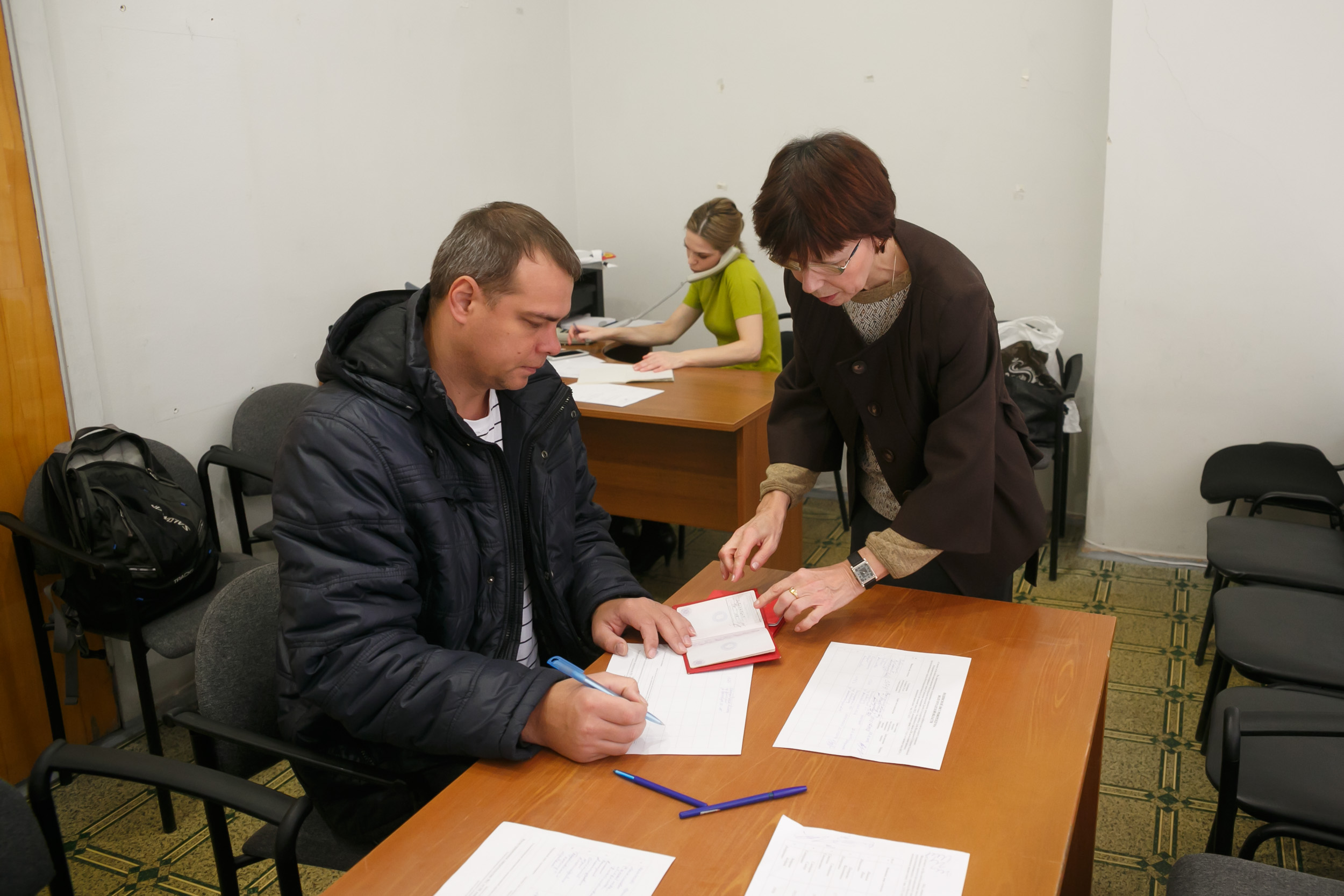 ВВолгограде собрали подписи для референдума опереводе стрелок