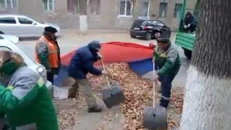 Волгоградская генпрокуратура потребовала наказать дворников заосквернение флага