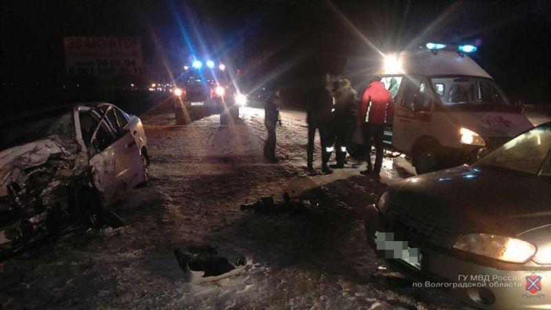 Mercedes протаранил Шевроле натрассе вВолгоградской области: трое в клинике