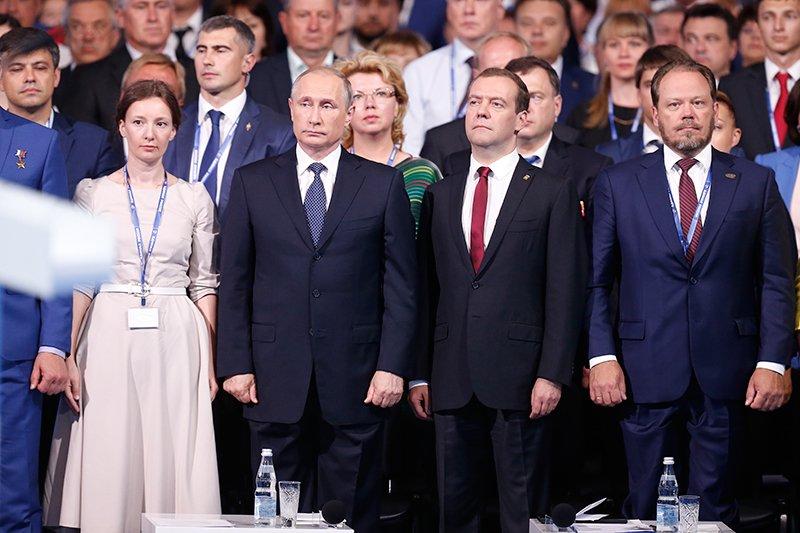 Президент освободил отдолжности уполномоченного поправам ребенка Астахова