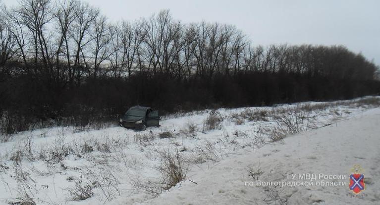 ВКотовском районе 26-летняя девушка на«Форд Фокус» вылетела вкювет