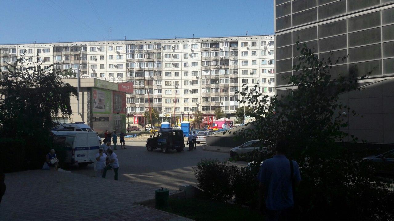 ВКрасноармейском районе Волгограда искали бомбу в коммерческом центре