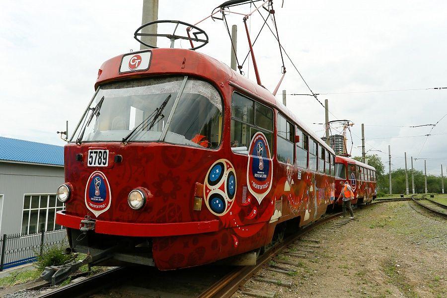 Семь трамваев ссимволикойЧМ вышли налинии вВолгограде