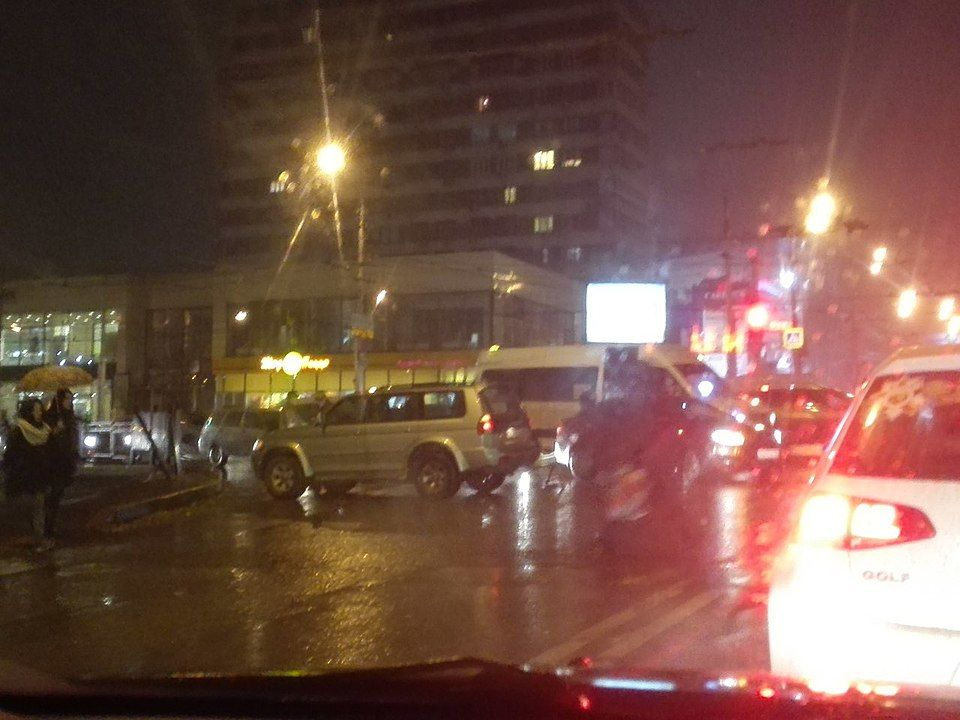 Вцентре Волгограда маршрутка №90а протаранила внедорожник