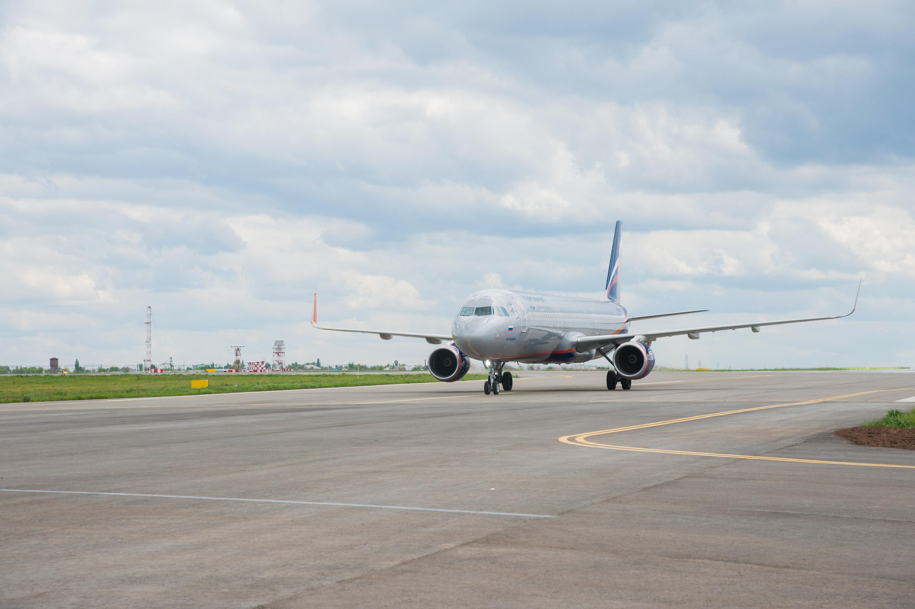 Самолет, летящий вВолгоград из столицы, сел вАстрахани