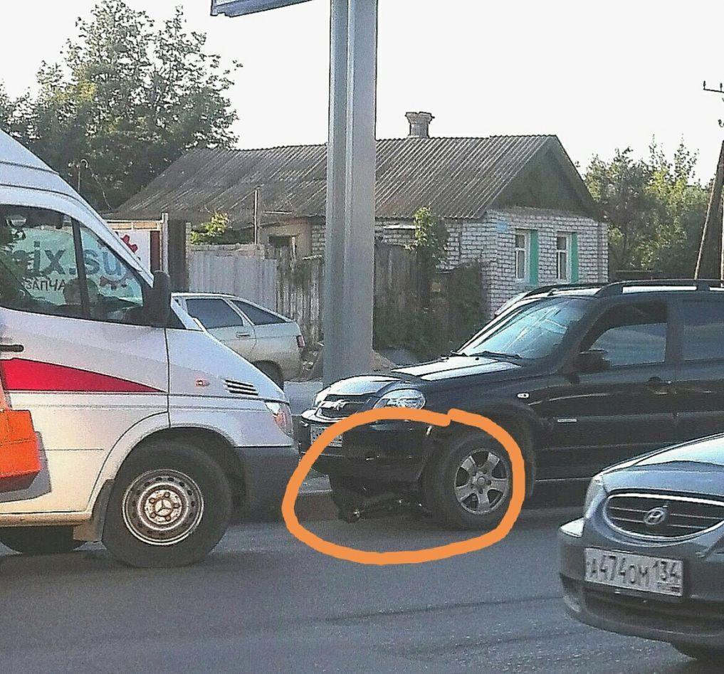 Велосипедист попал под колеса «Нивы» вВолгограде