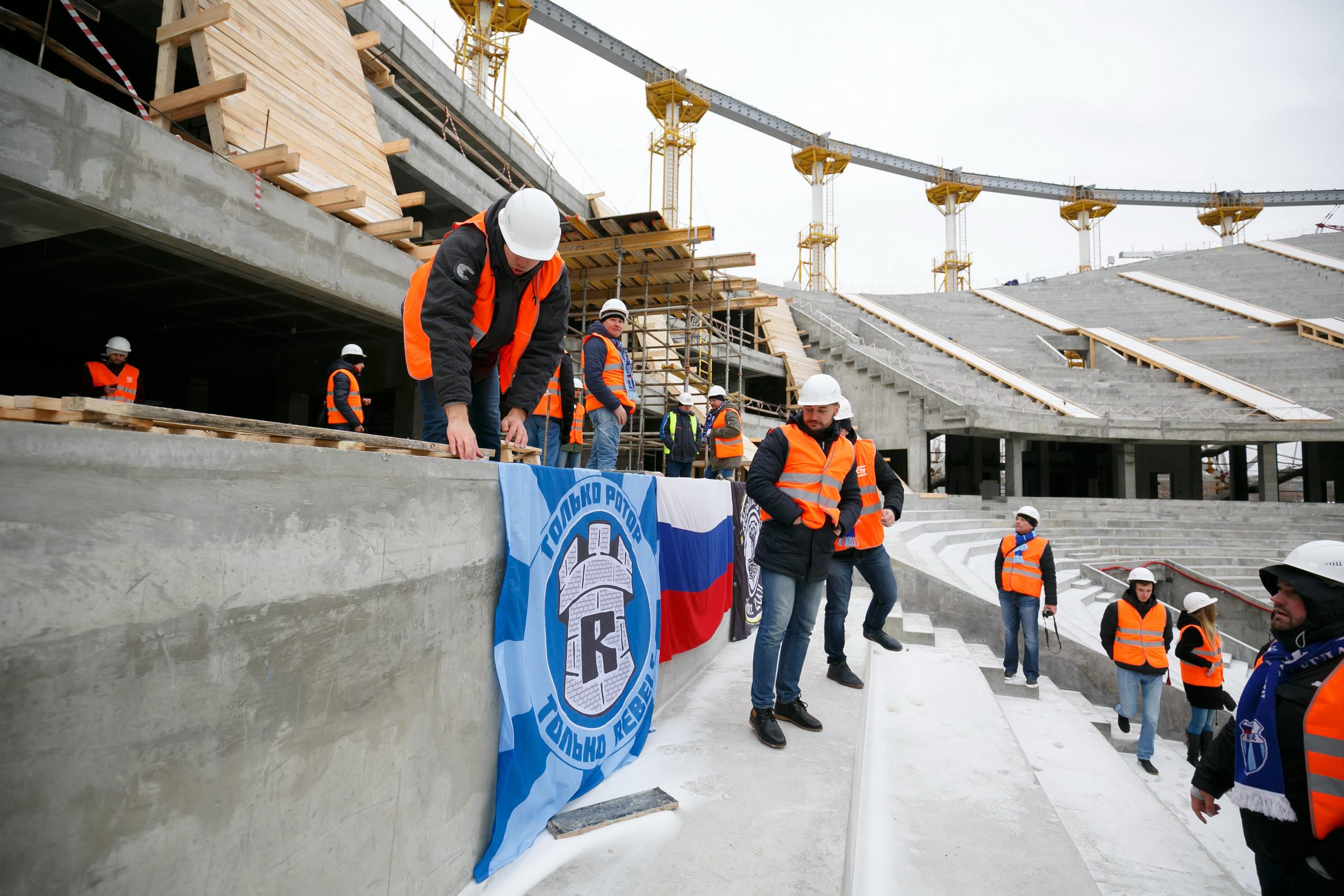 Футбольные фанаты впервый раз поднялись натрибуны «Волгоград Арены»