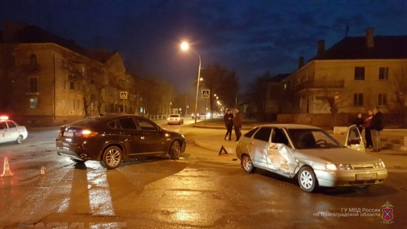 ВВолгограде 19-летняя автоледи протаранила БМВ X6
