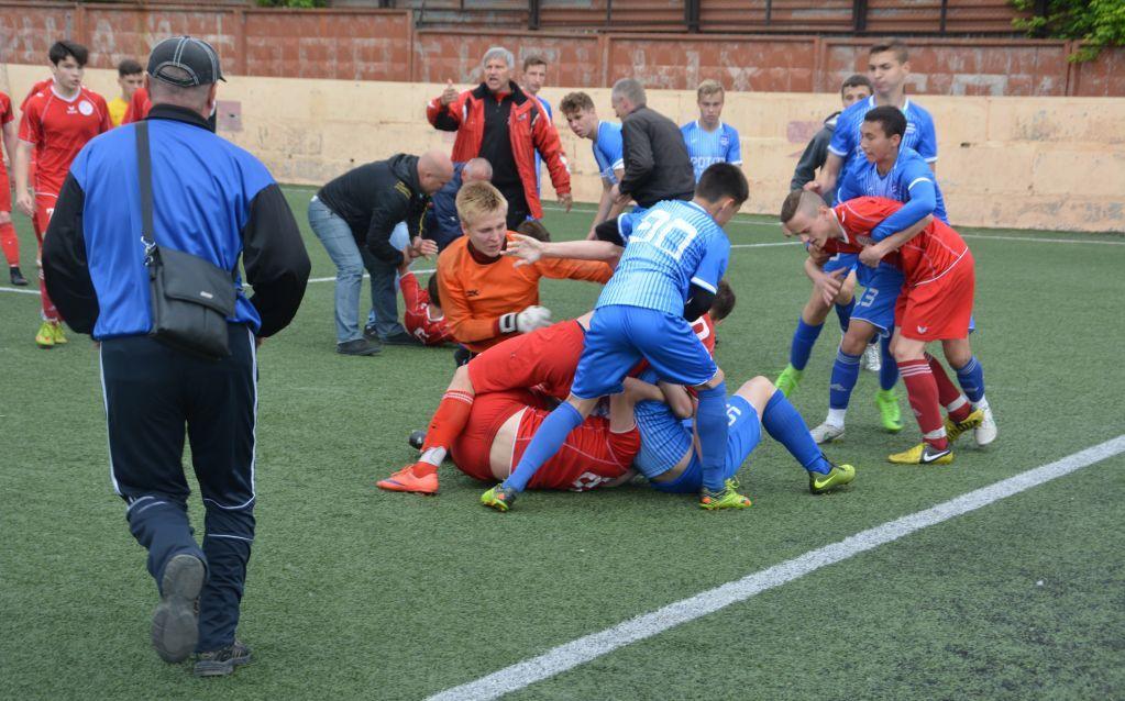 ВВолгограде проигравшие футболисты «Ротора-Волгоград» устроили драку