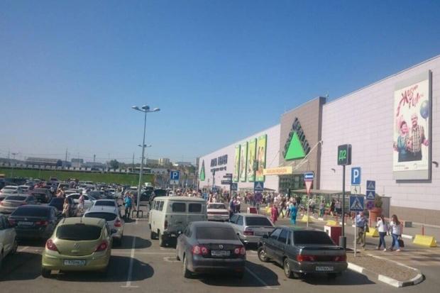 Сообщения оминировании 7-ми торговых центров поступили вэкстренные службы Волгограда