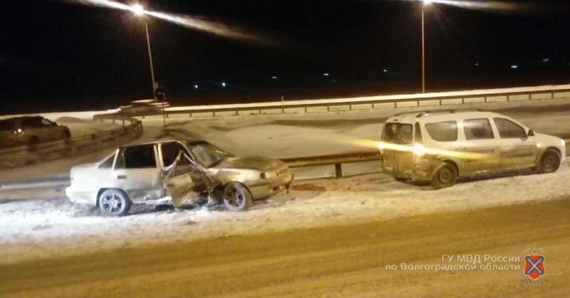 Под Волгоградом девушка на Дэу протаранила попавшие вДТП автомобили