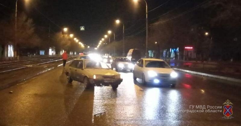 ВВолгограде шофёр легковушки сбил женщину-пешехода