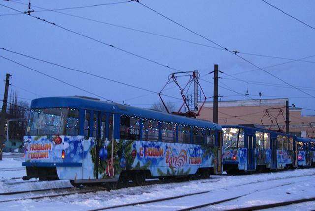 ВВолгограде налинию вышли новогодние поющие трамваи